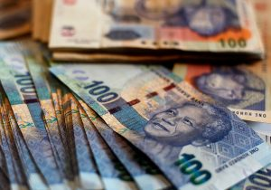 R100 money notes